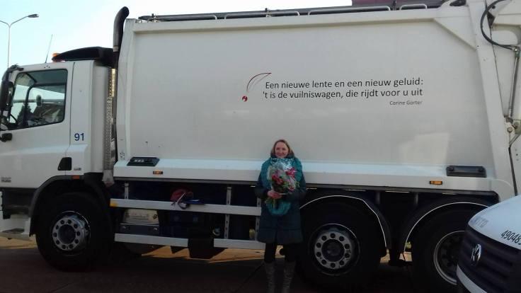 vuilniswagen met poëzie